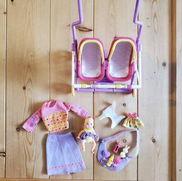 Vintage 2001 Barbie Stroll n play accessories